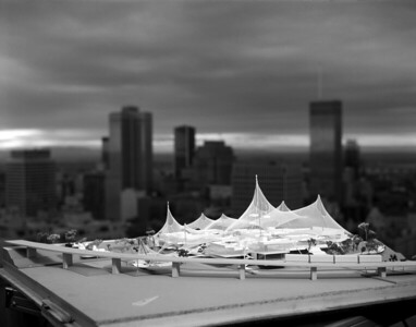 03 Das Modell vor der Skyline von Montreal