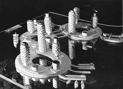 03 Modell einer Stadt über der Erde. Entwurf: Arata Isozaki.