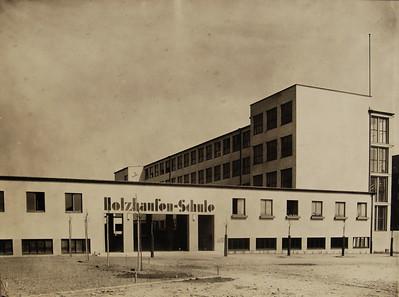 03 Martin Elsaesser und Walter Körte, Holzhausenschule, um 1930. Ansicht von Süden | Martin Elsaesser and Walter Körte, Holzhausen school, ca. 1930: view from south