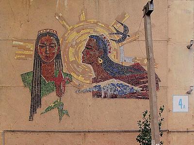Ornament on the façade of a residential building, built in 1966 by Turkmen workersFassadenornament auf einem 1966 von turkmenischen Arbeitern errichteten WohngebäudeImage: © Philipp Meuser