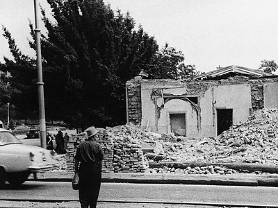 Destruction after the earthquake on 26 April 1966Zerstörung nach dem Erdbeben vom 26. April 1966Image: © Collection Philipp Meuser
