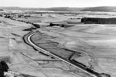 03 Die Jagst bei Westhausen (Ostalbkreis, Baden-Württemberg),  als begradigter und zum Vorfluter umgebauter Wasserlauf (1977).
