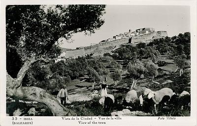 Zu einer Stadtmauer, die Benjamin auf einer  Ansichtskarte von Ibiza entdeckt hatte (sie befindet sich in seinem Nachlass), schreibt er: »Der Photograph hatte ihren ganzen Zauber erfaßt, und sie schwang sich durch ihre Landschaft wie eine Stimme, wie ein Hymnus durch die Jahrhunderte ihrer Dauer« Bild: Archiv Detlev Schöttker