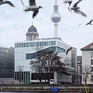 Berlin: Die Niederländische Botschaft am SpreekanalBild: Moritz Holfelder