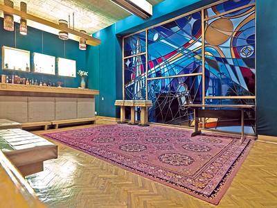 Swjosdny Gorodok (Sternenstädtchen), Bar des Prophylaktoriums: Das Glasfenster soll nach einer Skizze des Kosmonauten Alexej A. Leonow geschaffen worden sein. Foto: Philipp Meuser