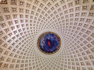 Kuppel in der Metrostation Taganskaja in Moskau, Architekten: K. Ryschkow und A. Medwedjew (1949). Foto: Philipp Meuser