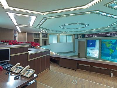 Raumfahrtkontrollzentrum Koroljow: Empore für die VIPs. Die Größe und vor allem die Konstruktion nach dem Vorbild der Potemkinschen Treppe in Odessa macht das Haus unter allen Raumfahrtkontrollzentren weltweit bis heute einzigartig. Foto: Philipp Meuser