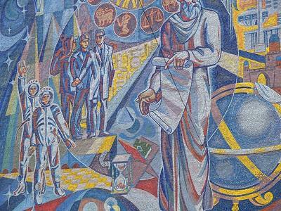 Sozialistische Fortschrittsideologie und traditionelle Motive: Fassadenrelief an einem Gebäude in der tadschikischen Hauptstadt Duschanbe (Mikrorajon 14). Im Vordergrund Ismoil Somoni, der Vater der tadschikischen Nation, als weiser Gelehrter, im Hintergrund die Vertreter der neuen Gesellschaft: Arbeiter, Wissenschaftler und Kosmonauten. Foto: Philipp Meuser