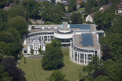 10 Luftbild Internationaler Seegerichtshof Hamburg (Wettbewerb 1989, Fertigstellung 1990–2000). Architekten: Alexander Freiherr von Branca mit Emanuela Freiin von Branca