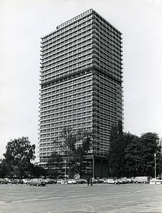 04 Abgeordnetenhochhaus für den Deutschen Bundestag (Langer Eugen); Ansicht von Osten (um 1970). Architekt: Egon Eiermann