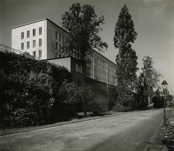 02 Ministerium für das Post- und Fernmeldewesen (1953 –1954); Ansicht von der Rheinseite um 1955. Architekt: Josef Trimborn, Bonn (mit Walter Schüssler)