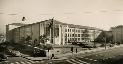 03 Ministerium für das Post- und Fernmeldewesen (1953 –1954); Ansicht von der damaligen Koblenzer Straße um 1955/Ansicht von der Straßenseite um 1955. Architekt: Josef Trimborn (mit Walter Schüssler)