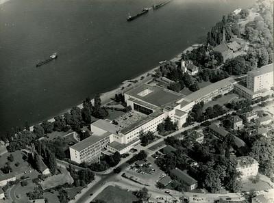 05  Bundeshaus Bonn (um 1962). Architekten: Martin Witte (Neubau: 1930-1933), Hans Schwippert (Erweiterungs- und Umbauten: 1949-1953), Bundesbaudirektion (Erweiterungs- und Umbauten: 1953-1955)