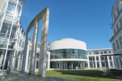 09 Internationaler Seegerichtshof Hamburg (Wettbewerb 1989, Fertigstellung 1990–2000). Architekten: Alexander Freiherr von Branca mit Emanuela Freiin von Branca