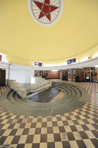 The entrance hall of Arbatskaya Station on the Filevskaya line. Architect: L. S. Teplitsky, 1935.Eingangshalle der Arbatskaya Station an der Filevskaya Linie. Architekt: L. S. Teplitsky, 1935.Image: © Philipp Meuser