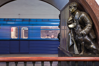 Part of the sculptural decoration of Ploshchad Revolyutsii Station on the Arbatsko-Pokrovskaya line. Architect: A. N. Dushkin, 1938.Teil der skulpturalen Ausstattung der Ploshchad Revolyutsii Station an der Arbatsko-Pokrovskaya Linie. Architekt: A. N. Dushkin, 1938.Image: © Alexander Popov