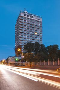 12 Kiev Hotel | Kyiv Hotel. 1968—1973. Architekten | Architects: A. Ivanov, V. Elizarov, N. Kucherenko, G. Durnovo, R. Gupalo. Innendesign | Interior design: I. Karakis. Ingenieure | Engineers: V. Kuziakiv, V. Sloboda, I. Lebedich. Kiev | Kyiv