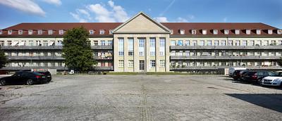 12 Ehemalige Pionierschule Karlshorst, 2020. Das in nationalsozialistischer Zeit geschaffene Militärgebiet wurde nach dem Abzug des russischen Militärs in ein Wohngebiet verwandelt, die Pionierschule allein beherbergt heute etwa 370 Wohnungen