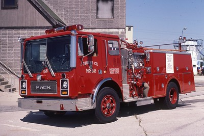ENGINE 32  1983 MACK MC  1250-400