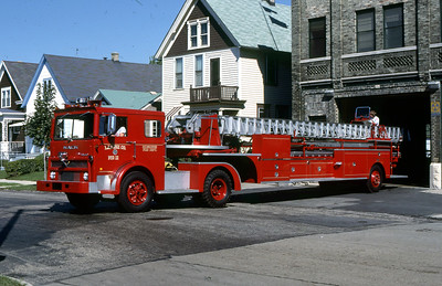 LADDER 11  1977 MACK MB-PIRSCH  100'  DF