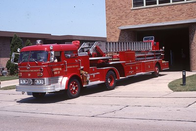 LADDER 17  1967 MACK C95-PIRSCH 85'  DF