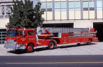 LADDER 2  1972 MACK CF-PIRSCH 100'