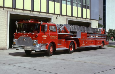 LADDER 2  1972 MACK CF-PIRSCH 100'  DF