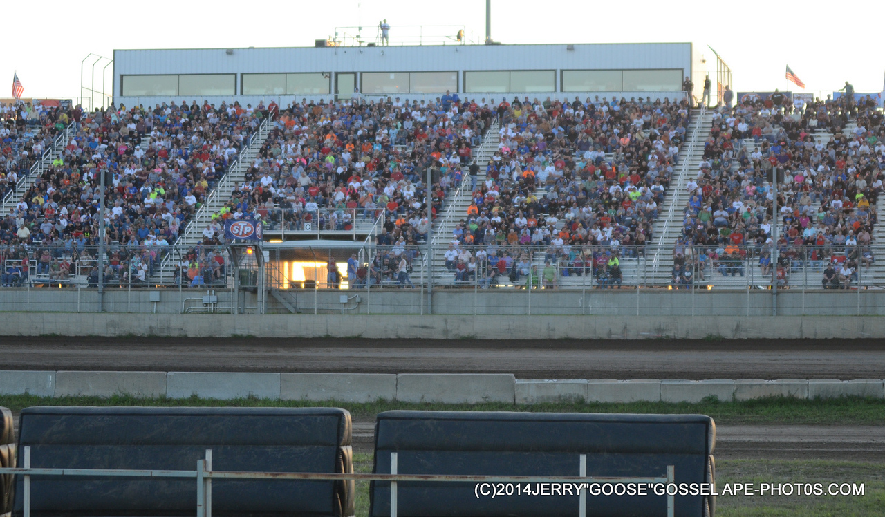 GREAT WOO FANS AT JUNCTION MOTOR SPEEDWAY