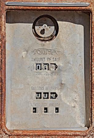 Old Gas Pump (5D2)