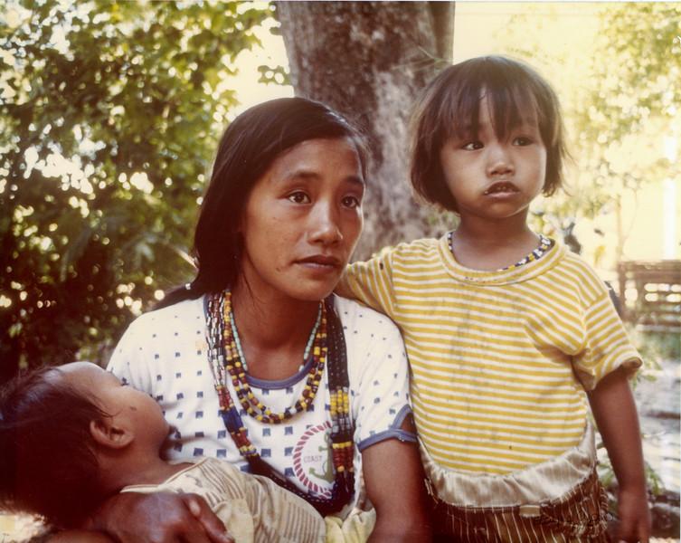 101 PHILLIPINES MOTHER AND CHILDREN REV01