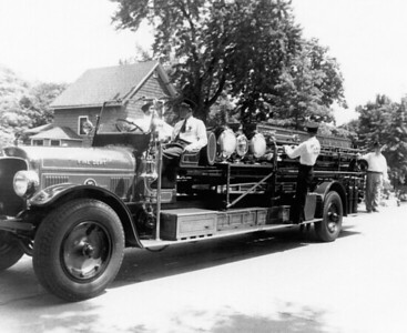 SEAGRAVE CITY SERVICE TRUCK PARADING