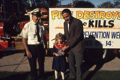FIRE PREVENTION WEEK OPEN HOUSE    POSTER CONTEST AWARD WINNERS STATION 2  (OCTOBER 1972)  PHOTO 2