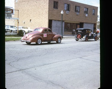 4TH OF JULY PARADE GOING DOWN WARREN AVENUE (JULY 1968)  PHOTO 2