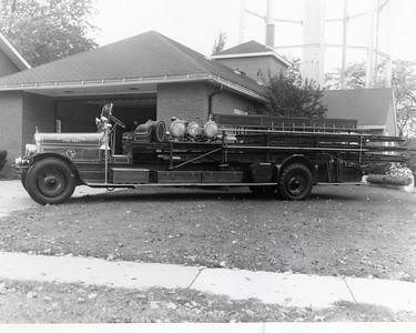 DGFD LADDDER 5 1926 SEAGRAVE CITY SERVICE TRUCK