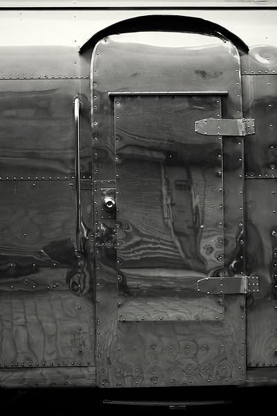 IMAGE: http://phlotography.smugmug.com/DRyan/Doors/i-xD82hXx/0/L/MG5019-chelsea-L.jpg