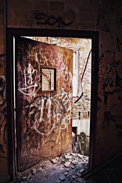 IMAGE: http://phlotography.smugmug.com/DRyan/Staten-Island-New-York/Seaview-Psychchatric-Center/i-b7hzjfn/3/L/MG3051-a-L.jpg