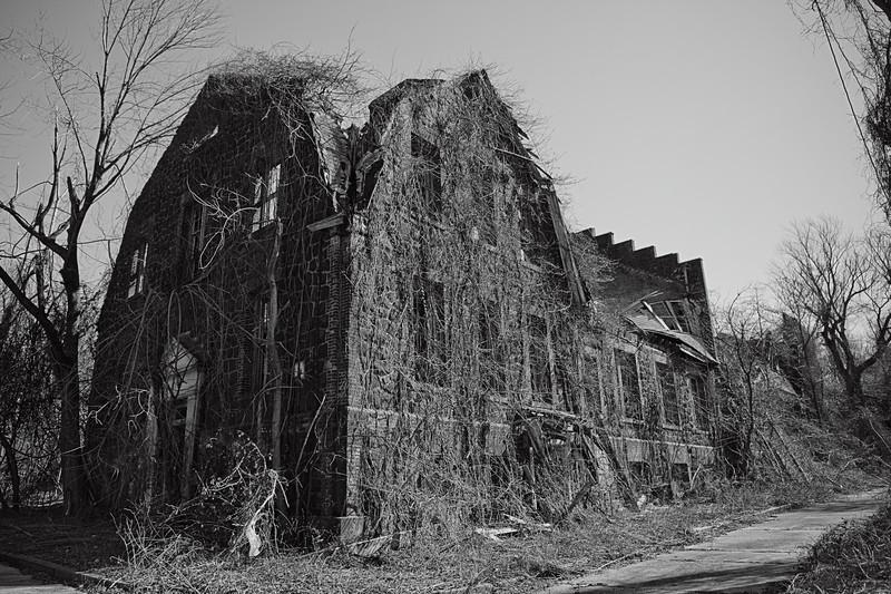 IMAGE: http://phlotography.smugmug.com/DRyan/Staten-Island-New-York/Seaview-Psychchatric-Center/i-h7pRX4H/2/L/MG3117-a-L.jpg
