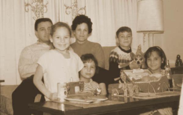 Sharon Family incl Peanuts the family chihuahua