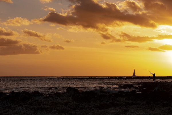 Catching a sunset at Poi pu