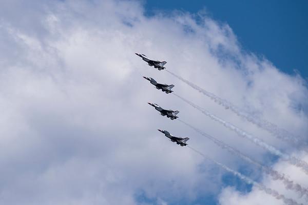 Smoke on - USAF Thunderbirds