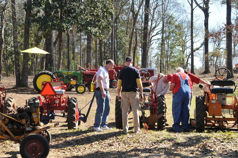 After Bill Hudson found several problems with the setup on my tractor, he proceeds to correct them with the help of Jeff Silvey, Matt and Bigdog