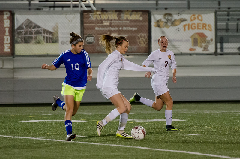 AlamoHeights_vs_LadyTigers-12