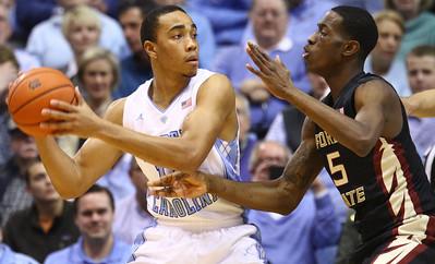 Brice Johnson (11) looks to pass around Florida State's Jarquez Smith (5).