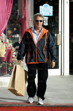 Brentwood,California, February 11,2009. Dustin Hoffman take care of his wife and daughter for Valentine's day with the best place in Brentwood California at Anthony's Flowers. he love to play with people and he does. The next week he and his wife will be in Paris, France for a week and a Valentine's diner at the Brasserie Saint Louis en l'Isle close to Notre Dame.