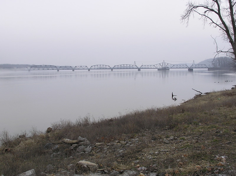 Rail Bridge 012003.JPG