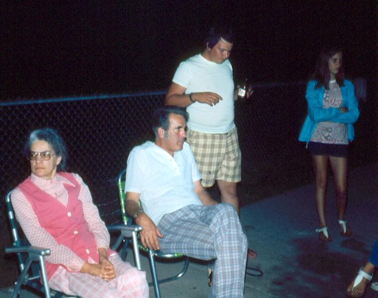 '75-Yvonne, Dan, Genie & M J -the 4th of July