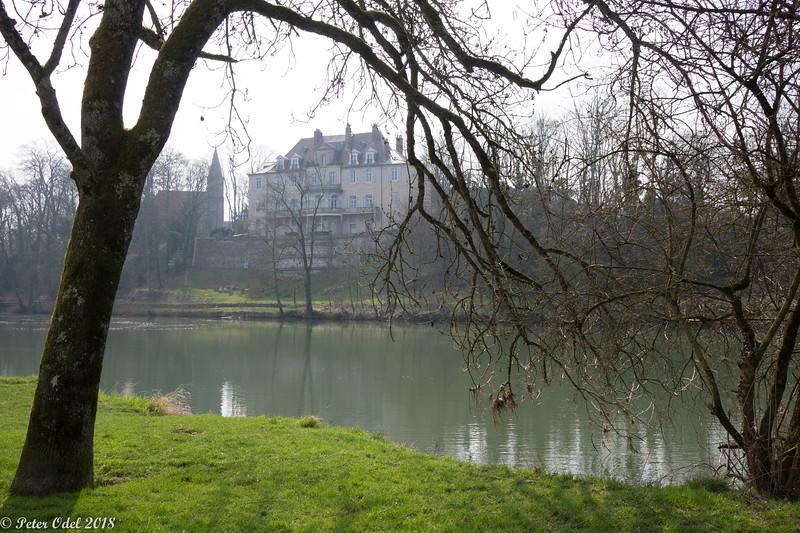 Château d'Azans set fra øen i Doubs