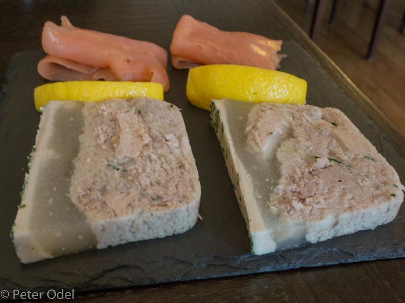 Thon persillé og saumon fumé..  Det klarede de forskellige vine fint!