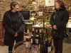vi smager og køber rosé hos Blandine i Orches...