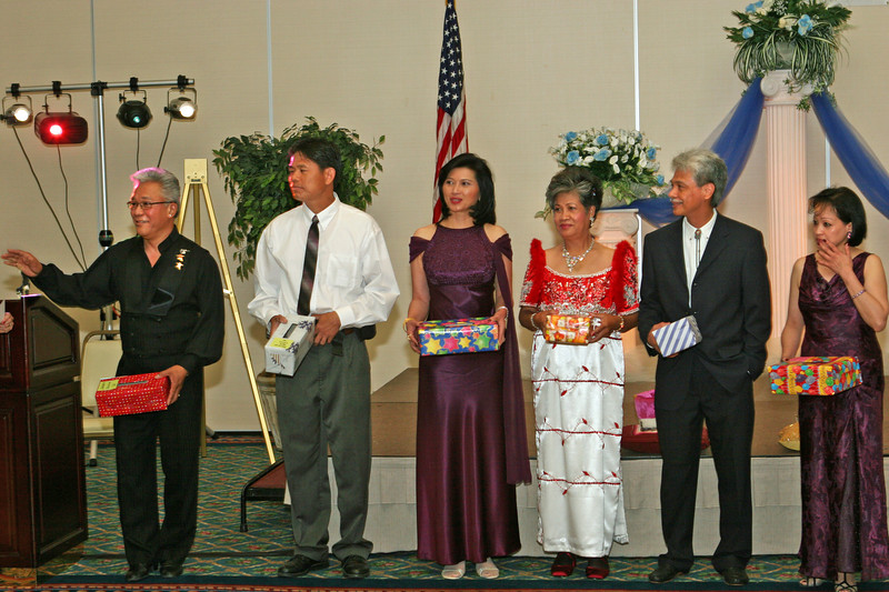 DR. Johnny Calimlim '63, Peter dela Cruz '68, Vida Ceralde-Dominguez '74, Elvie Abalos-Mitchell '61, Dr. Ramon Abalos '70, Connie Lim '71